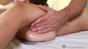 Masseur's tender hands made chesty client desire his cock