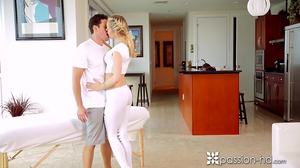 Enchanting blonde Alli Rae seduces private masseur