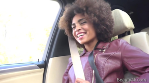 Driver coaxes Ebony cutie to make love in backseat